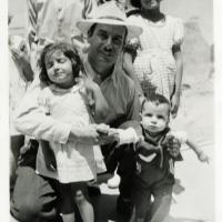 Edmundo de la Torre with five of his children