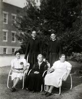 Familiares visitando a Carlos De la Torre en el Colegio Ysleta