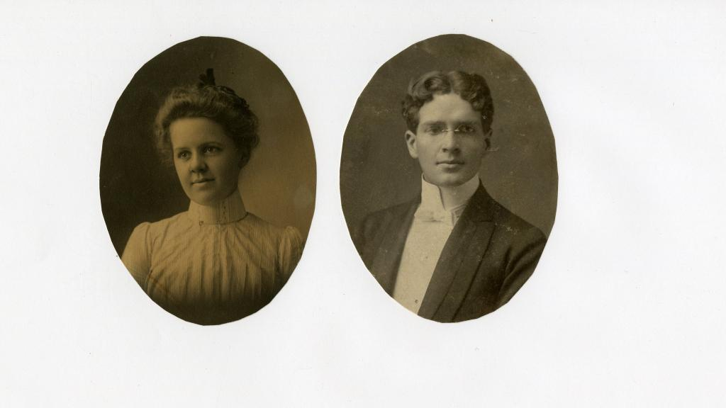 Photograph of Lena Mason and Rollin Pease, 1898