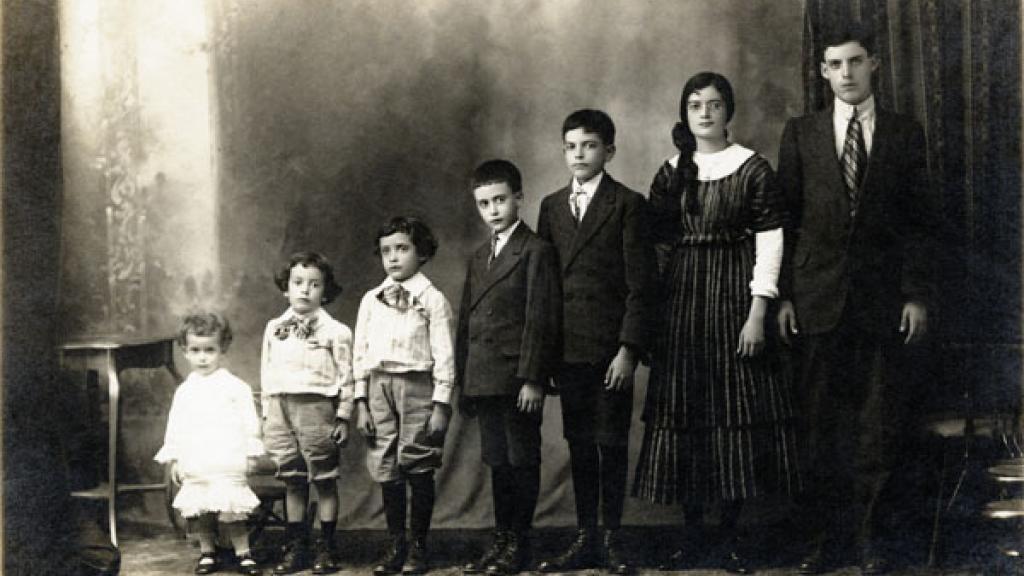 Fotografía de grupo de los hermanos de la Torre